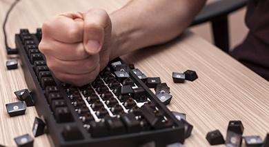 Como lidar com comentários negativos sobre sua empresa na internet?
